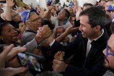 Tổng thống tự xưng Venezuela mật đàm với quân đội