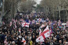 Hàng chục ngàn người Gruzia biểu tình phản đối tân Tổng thống