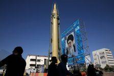 Iran tìm cách thoát trùng vây